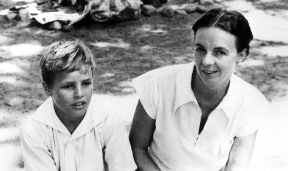 Brando and his mother, 1932